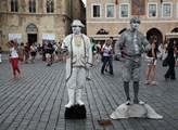 Nemusí se obávat ani lidských soch