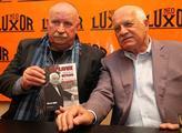 Autor knihy Václav Junek s Václavem Klausem