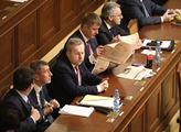 Jediným bodem programu mimořádné schůze sněmovny b...
