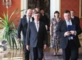 Nová vláda přichází ke jmenování v čele s ministre...