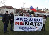 Protestní shromáždění proti NATO. Kolik zabtých má...