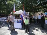 Protest na Staroměstském náměstí v Praze proti úda...