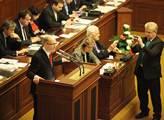 Premiér Bohuslav Sobotka žádá poslance o důvěru vl...