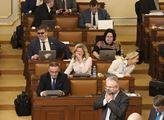 Páteční zasedání sněmovny. Na programu bylo zdaněn...