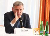 Senátor Čunek: Nikoho jsme v Praze v noci nepotkali, ale roušky jsme mít museli