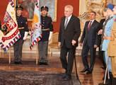 Prezident Miloš Zeman přijal členy velení Hradní s...