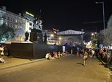 Socha sv. Václava za podiem koncertu k výročí okup...