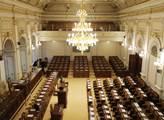 Prázdný sněmovní sál. Před ustavující schůzí byl r...