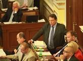 Jiří Paroubek jeho projevu naslouchal