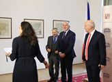 Viktor Orbán přišel také do Senátu a přivítal se s...