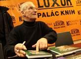 Lubomír Štrougal na autogramiádě