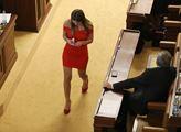 Mladá poslankyně od Okamury udeřila: Starosta Kolář by se měl stydět. Postup EU v koronakrizi? Katastrofa! A Leyenová...