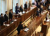Sněmovna uctila památku zesnulého předsedy Senátu ...