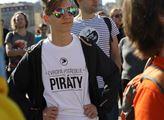 Pirát dostal v Praze funkci v městské firmě. Ihned si poručil telefon, za jehož cenu seženete ojetou Škodu Octavia