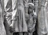 Sousoší památníku v Lidicích věnované zavražděným ...