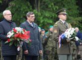 Senátor Zdeněk Nytra (uprostřed) na slavnostním ak...