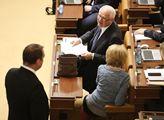 Zasedání sněmovny. Na programu mimo jiného projedn...