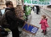 Demonstrace se také uskutečnila při příležitosti M...