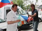 Taxikář Ponert před budovou VŠE agitoval za Skuteč...