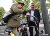 Dobeš chtěl vyrazit do ulic na kole, kvůli kotníku poslal nakonec náměstka