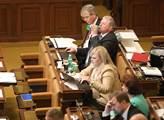 Schůze sněmovny. Na programu byl například vládní ...
