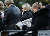 Poslední rozloučení s Karlem Gottem na pražském Žo...