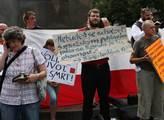 Protest proti Prague Pride u sochy sv. Václava