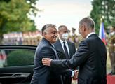 Maďarský premiér Víktor Orbán s českým premiérem A...