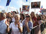 Tajemník Václava Havla má pocit, že se tu málo demonstruje. K demokracii to prý patří