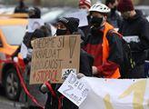 Protestní akce proti plánované výstavbě kanálu Dun...