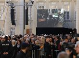 Poslední potlesk pro Karla Gotta! Podívejte se, jak probíhala zádušní mše v katedrále. Ale i co se mezitím dělo venku