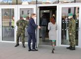 Ministr zdravotnictví Petr Arenberger vchází do Ná...