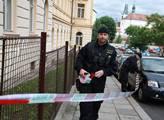 Výjezd z věznice byl ohraničen policejní páskou