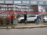 Demonstrace na podporu České televize před její bu...