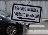V ulicích Prahy pokračuje nekonečný seriál rozrytý...