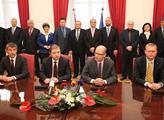 Zástupci ČSSD, ANO a KDU-ČSL podepsali koaliční sm...