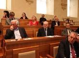 V Senátu proběhl veřejný seminář  Umírá Ústav pro ...