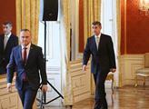 Andrej Babiš přichází do sálu