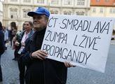 Demonstrace na podporu České televize jako veřejno...