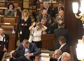 Lihoviny a cigarety asi zdraží; Sněmovna podpořila zvýšení daní