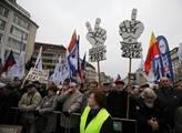Odbory uspořádaly na Václavském náměstí demonstrac...