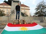 Demonstrace proti turecké invazi v Sýrii. Pořádala...