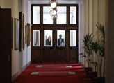 Zasedání vlády bez ministrů koaliční ČSSD. Ti byli...