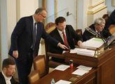 Pokračuje schůze Sněmovny. Poslanci se budou v úvo...