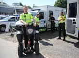 Městský policista na vozítku Segway
