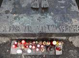 Tvůrcem náhrobku je Olbram Zoubek