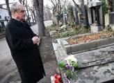 Karel Schwarzenberg u hrobu Jana Palacha