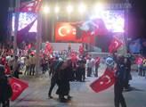 Život v Istanbulu měsíc po nevydařeném puči proti ...