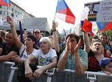 Výbušný dojezd Okamurovy akce: V Rusku přepálili účast. ČT prý zas čekala, až někdo začne hajlovat