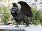 Kontroverzní pomník nazvaný Okřídlený lev na Kláro...